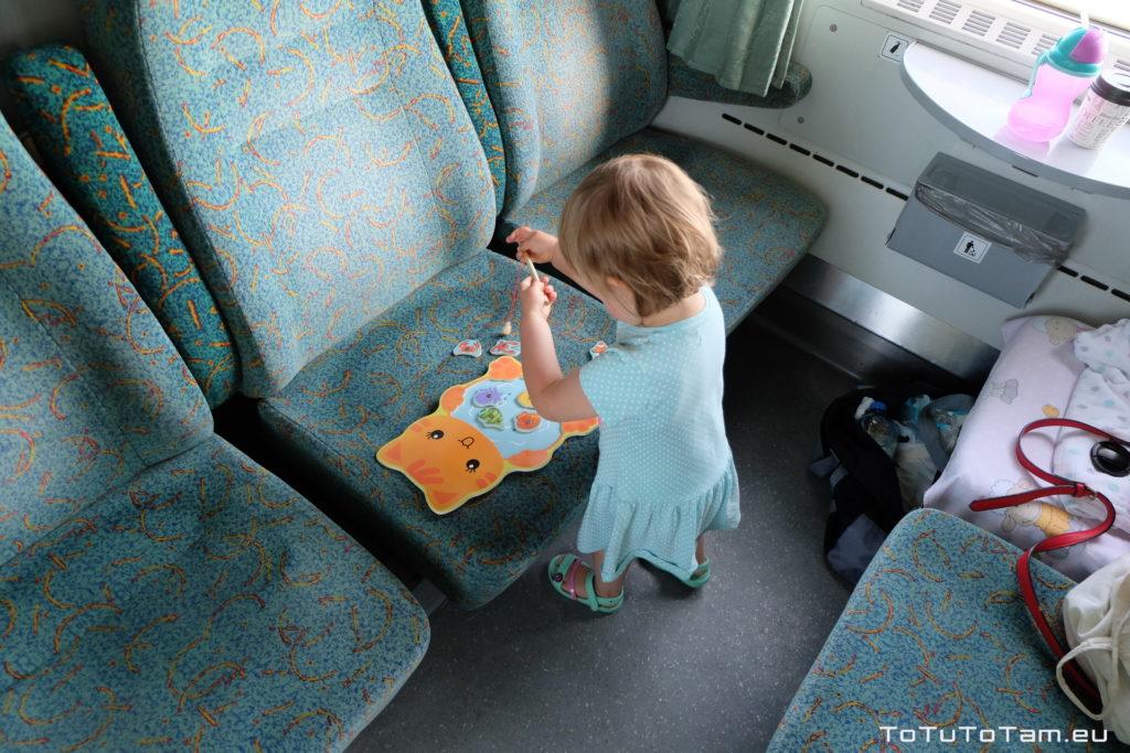 Dziecko w pociągu