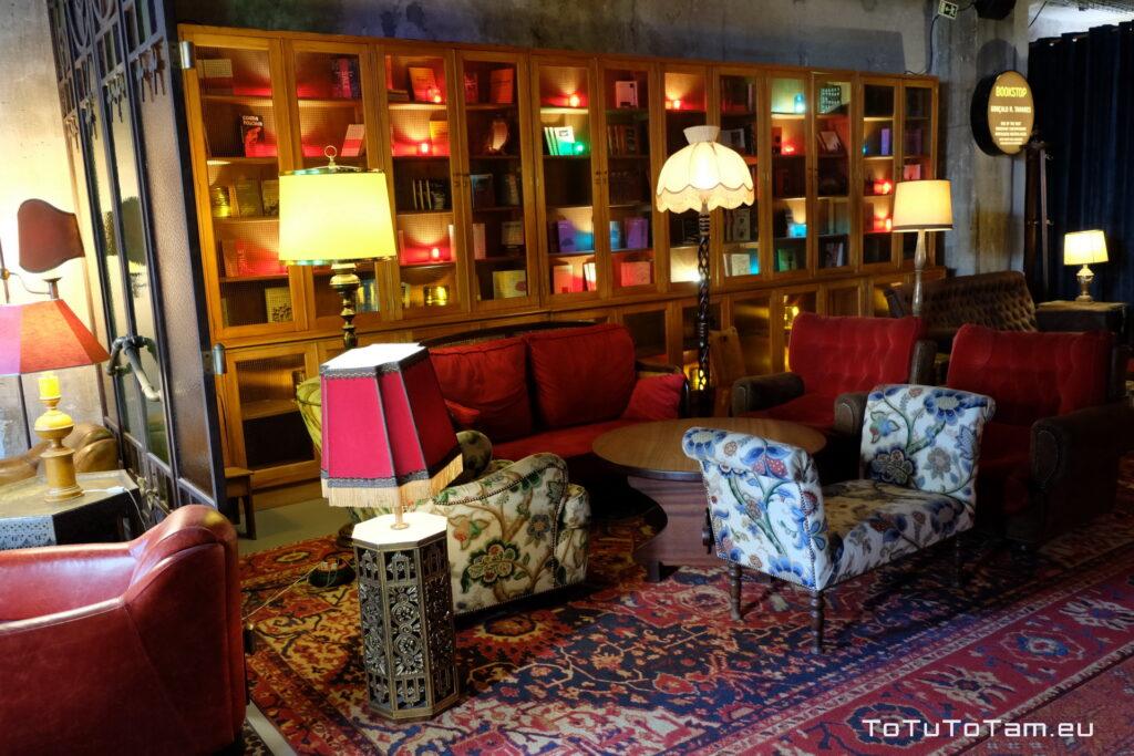 Hotel Zero Box Lodge Porto księgarnia